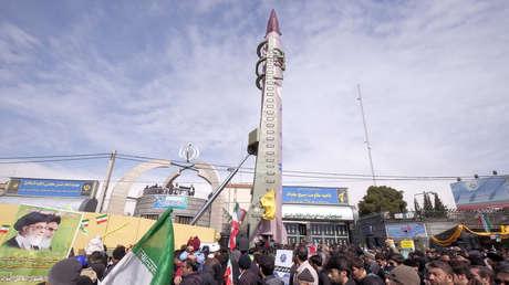 Un misil Emad de fabricación iraní durante la celebración del 37.° aniversario de la Revolución Islámica, en Teherán, Irán, el 11 de febrero de 2016.