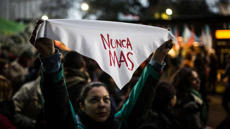 Buenos Aires, Argentina. Una chica protesta contra la reforma militar del gobierno. 26 de julio de 2018.