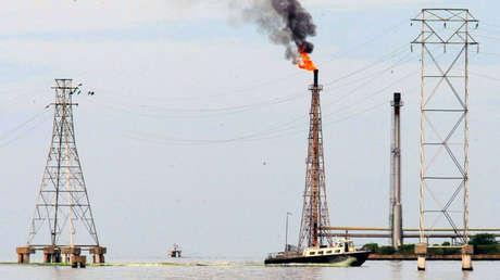 Instalaciones petroleras en el lago Maracaibo en Cabimas, Venezuela, 5 de octubre de 2017.