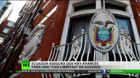 """La salida de Assange de la Embajada podría dar paso a una """"vulneración a su libertad de asilo"""""""