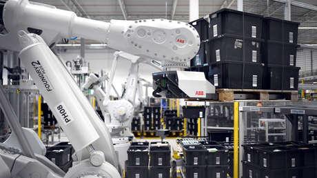 Un brazo robótico en las instalaciones de Amazon en Dortmund (Alemania).