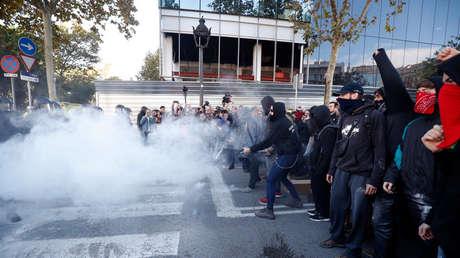 Enfrentamientos entre agentes de policía y manifestantes independentistas en Barcelona (España), 10 de noviembre de 2018.