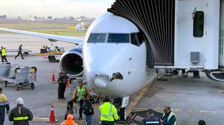 Avión de Aeroméxico que fue impactado por un dron en Tijuana.