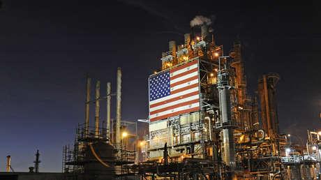 La refinería Tesoro en Carson, California (EE.UU.), el 2 de febrero de 2015.