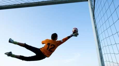 VIDEO: La heroica jugada sobre la línea de gol que evitó 5 veces que el balón entre en la portería