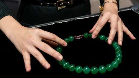 Un ladrón se traga un collar de 1,4 millones de dólares para evitar ser arrestado