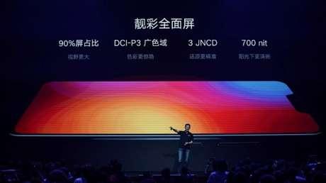 Chang Cheng, vicepresidente de Lenovo, presenta nuevos dispositivos en Pekín, el 5 de junio de 2018. Imagen ilustrativa