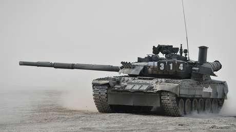 El tanque T-80U durante la exhibición internacional Ármiya 2017, Moscú, Rusia.