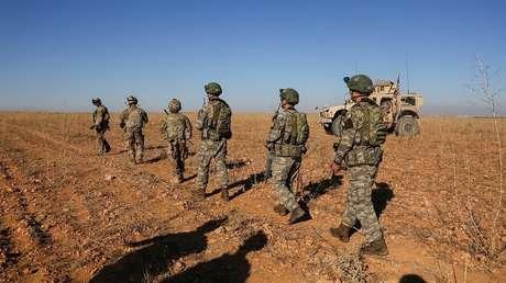 Tropas de EE.UU. en patrullaje con fuerzas turcas cerca de Manbij, Siria, el 1 de noviembre de 2018.