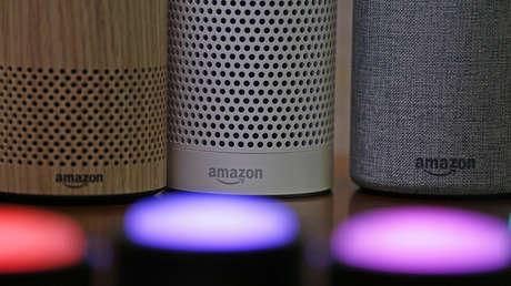 Altavoces Echo y Echo Plus para el asistente virtual Alexa de Amazon.