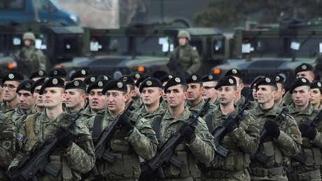 Desfile de las fuerzas armadas de Kosovo un día antes de que el Parlamento votase la creación del Ejército, Pristina, 13 de diciembre de 2018.