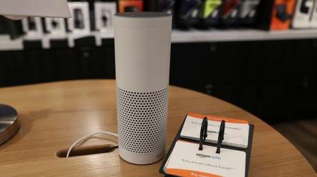 Un altavoz inteligente Amazon Echo.