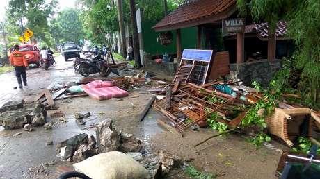 Escombros de edificaciones afectadas por el tsunami en la provincia indonesia de Bantén, 23 de diciembre de 2018.