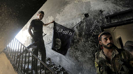 Miembros de las fuerzas de resistencia al Estado Islámico en Raqa, Siria.