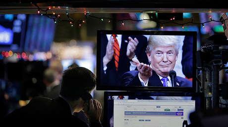 Una imagen de Trump en una computadora de la Bolsa de Valores de Nueva York, EE.UU., el 24 de diciembre de 2018.