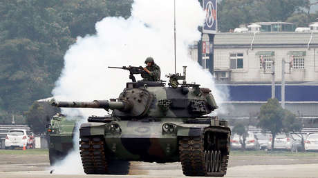 Un tanque CM-11 Tigre Valiente del Ejército chino participa en un simulacro de invasión en Taoyuán, Taiwán (China), el 9 de octubre de 2018.