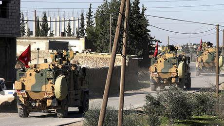 Vehículos militares turcos en la zona de Manbij, Siria, el 29 de diciembre de 2018.