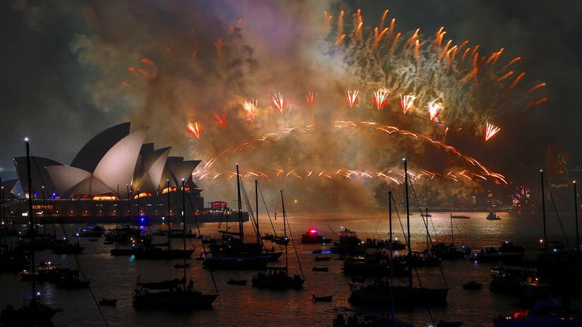 """""""Oh no, es 2018 otra vez"""": Australia, 'atascada en el pasado' en plena celebración de Año Nuevo"""