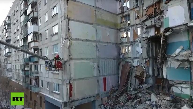 VIDEO: Un dron capta la magnitud de la destrucción tras el derrumbe parcial del edificio en Rusia