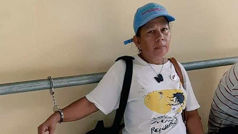 Policía panameña detiene a periodista ecuatoriana mientras grababa a una jueza