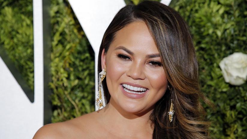 VIDEO: Una presentadora se convierte en meme por un beso fallido durante Nochevieja en Times Square