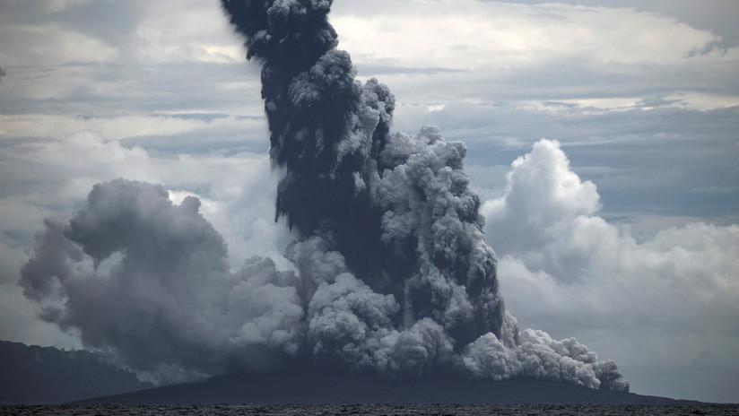 El volcán Anak Krakatoa vuelve a entrar en erupción en Indonesia