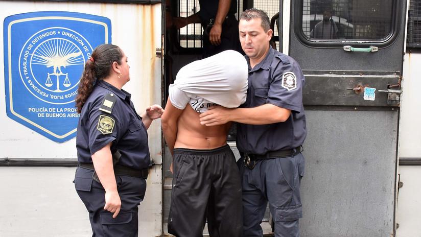 VIDEO: Momento en que trasladan a los jóvenes acusados de violar a una adolescente en Argentina