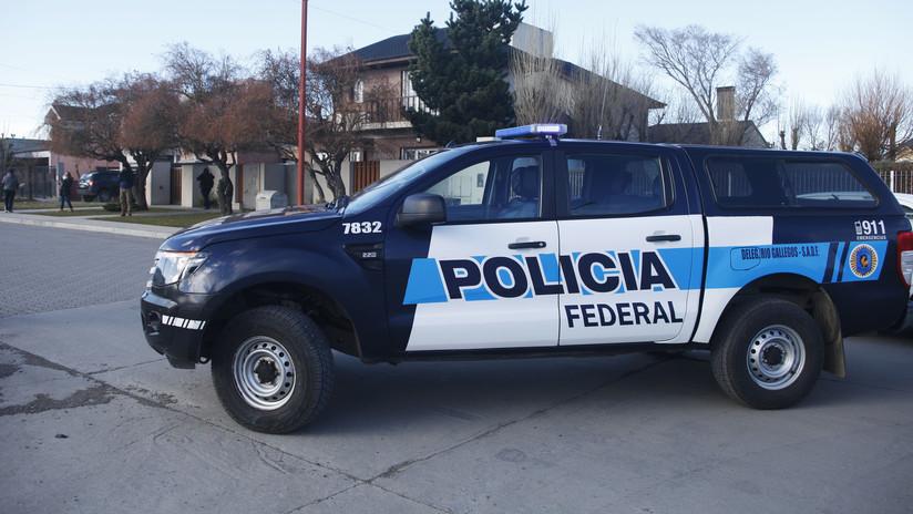 Dos policías argentinos atienden una denuncia por asalto en una fábrica y terminan robándola ellos