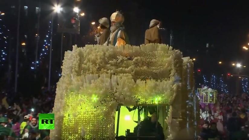 VIDEO: Cabalgata de los Reyes Magos en Madrid