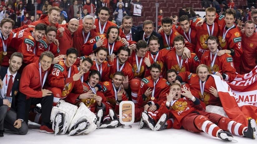 VIDEO: Rusia golea a Suiza y gana el bronce en el Campeonato del Mundo Juvenil de hockey sobre hielo