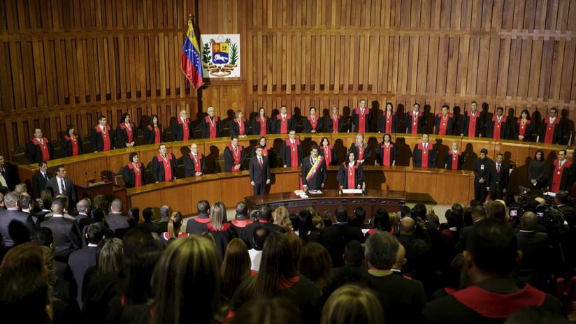 Un exmagistrado bajo investigación por acoso sexual huye de Venezuela