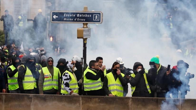 VIDEO: Un boxeador enfrenta prisión por golpear a un policía durante las protestas en París
