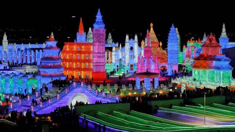 China levanta un monumental reino de fantasía con ladrillos de hielo