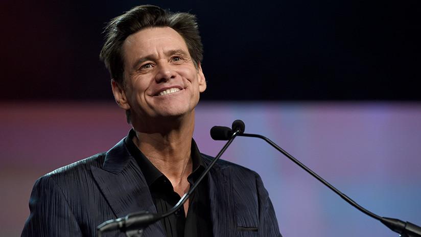 """""""¡No os escucho!"""": Jim Carrey bromea cuando le cambian de sitio durante los Globos de Oro (VIDEO)"""