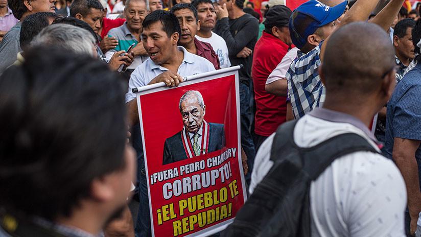 Fiscal de Perú renunciará tras remover y restituir fiscales que investigaban sobornos