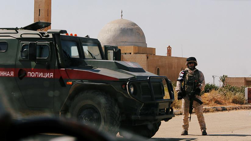 Video: La policía militar rusa ya patrulla en la región siria de Manbij