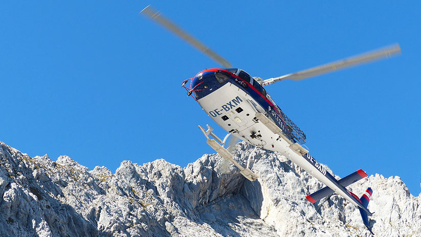VIDEO: Helicóptero rescata a un esquiador y casi roza la montaña con las hélices