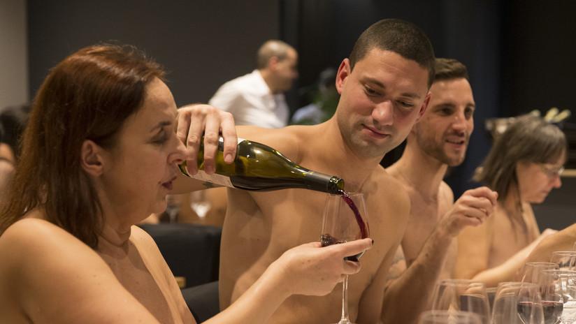 'Con una mano delante y otra detrás': El primer restaurante nudista de París cierra 15 meses después