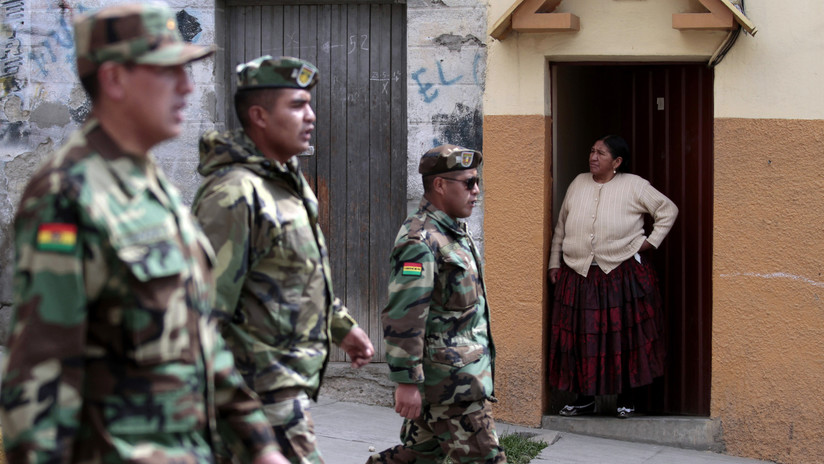 Soldado muere en Bolivia al ser disparado por un compañero que fingía tomar una foto con su arma