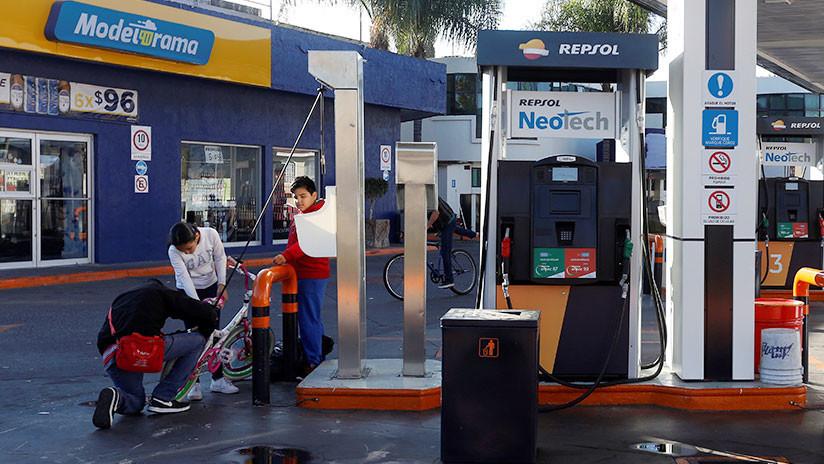 """""""A caminar y usar bicicleta"""": La solución de un alcalde mexicano ante el desabasto de gasolina"""