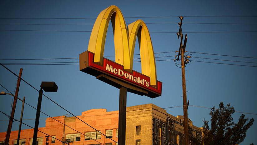 """""""Espero que no tengas sed en tu turno"""": McDonald's amenaza a empleados por su derecho al descanso"""