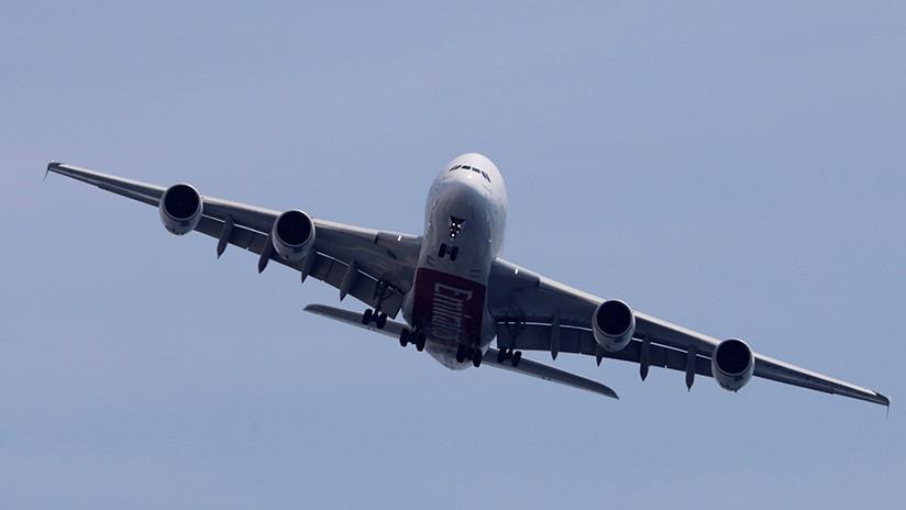 VIDEO: El avión más grande del mundo desafía fuertes vientos al aterrizar en Reino Unido