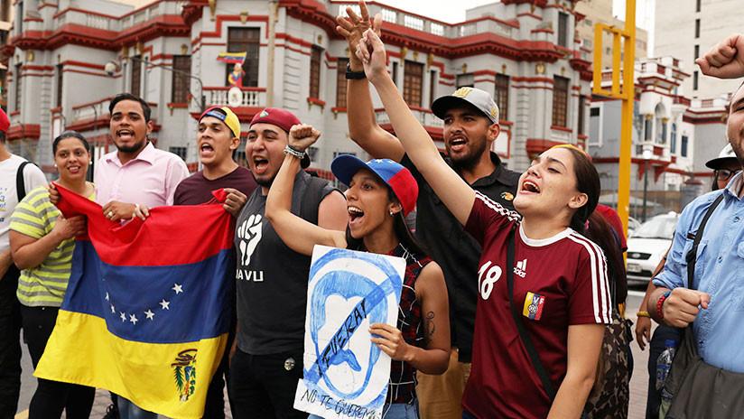 Policía de Perú dispersa al grupo que intentó violentar la embajada venezolana