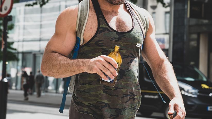 """""""Mi cuerpo es más vivo, energético, vibrante"""": Culturista remplaza la comida por orina en su dieta"""