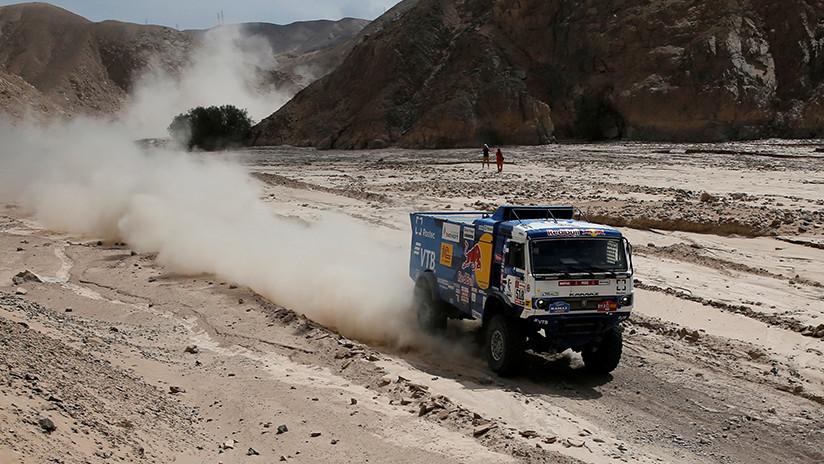 VIDEO: Descalifican a un piloto ruso del Dakar que atropelló con su camión Kamaz a un espectador