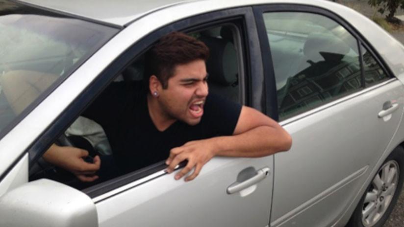 VIDEO: Un auto sin conductor se estrella en una avenida tras una discusión vial en Chile
