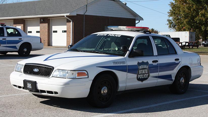 VIDEO: Un policía le dispara accidentalmente a una compañera en la espalda