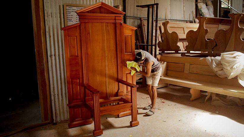 Dos metros de altura y tallada en madera: Panameños confeccionan una silla para el papa Francisco