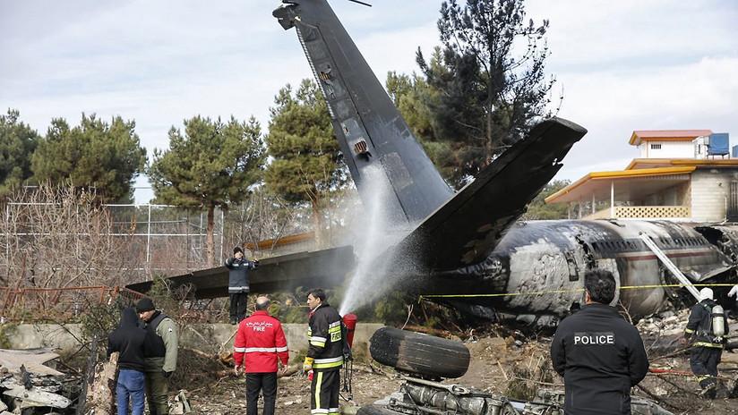 Las imágenes de la tragedia del Boeing 707 en un barrio residencial en las afueras de Teherán