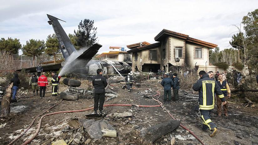 Un Boeing con 10 personas a bordo se estrella en Irán